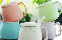 可爱陶瓷杯带盖勺图片