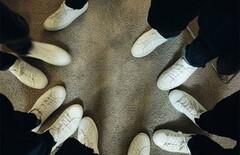 刘雯同款平底鞋小白鞋图片