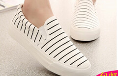 条纹帆布鞋一脚蹬图片