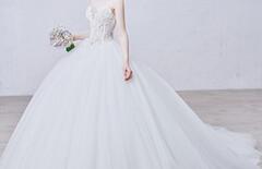 婚纱礼服修身小拖尾图片