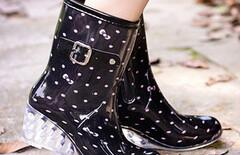 雨靴女透气防滑图片